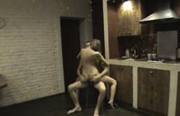 Hermanos tienen sexo en la cocina