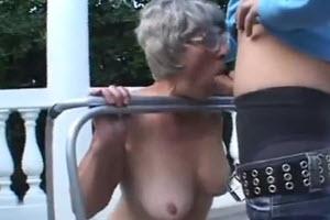 Abuela caliente folla con su nieto