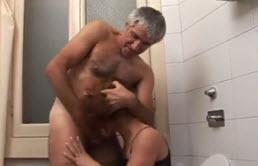 Abuelo borracho se folla a su nieta a la fuerza