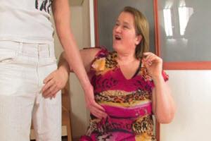 Folla a su madre gorda hasta el cansancio