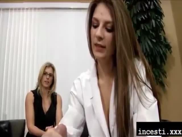 tu hijo porno no tiene erección mamá y doctor ayuda