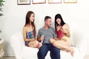 Trío con su hermana y su novia