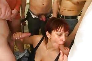 Madre follada su hijo y sus tres amigos