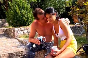 Sexo al aire libre entre padre e hija
