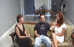 Puta madura y su hijo unen a la maestra a un trío