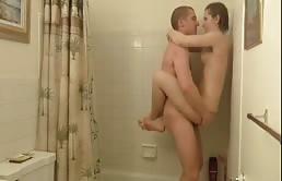 Sexo húmedo entre hermanos