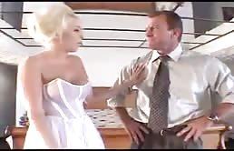 Folla con su suegro en traje de novia