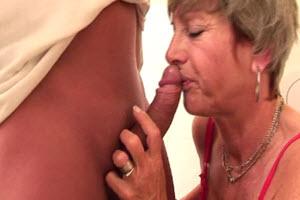 Sexo en el baño con su madre