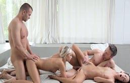 Sexo en grupo con primas bisexuales
