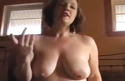 Annabelle se desnuda para su hijo