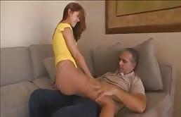 Buen sexo oral entre padre e hija