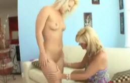 Madre perversa seduce a su hija