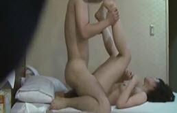 Cámara escondida en escena de sexo entre hermanos