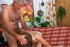 Una excursión termina en sexo por la fuerza entre padre e hija