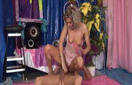 Sexo en el suelo entre primos