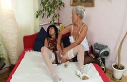Madre e hija se masturban
