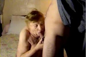 Abuela de 75 años disfruta del sexo con su nieto
